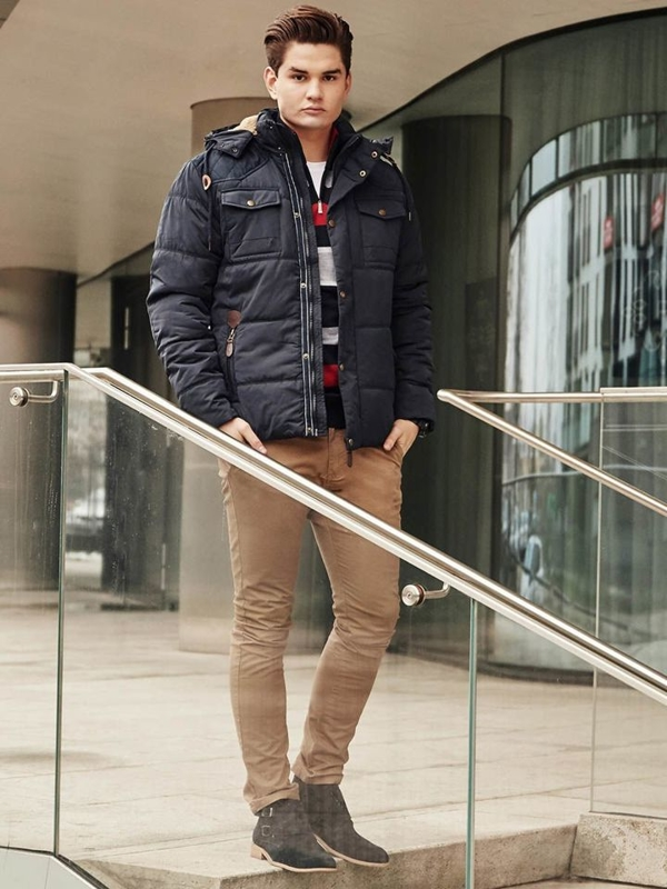 Štylizácia č. 382 - hodinky, zimná bunda, vzorovaný sveter, tričko, chinos nohavice